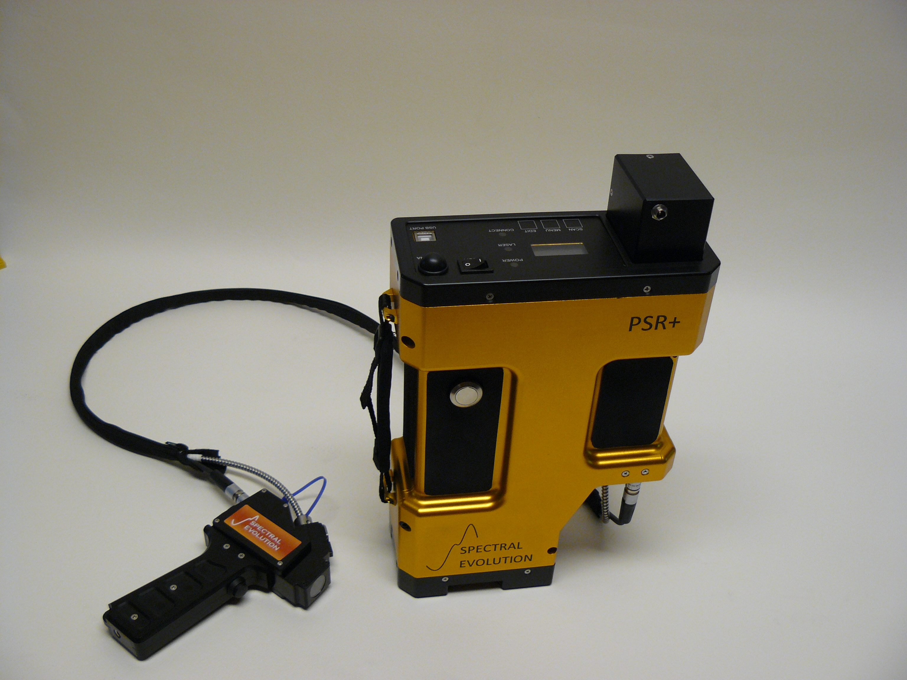 PSR+ field spectroradiometer with contact probe for soil analysis